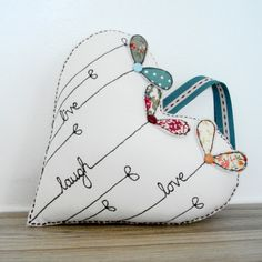Love this wee heart by Supercutetilly Freehand Machine Embroidery, Free Motion Embroidery, Embroidery Applique, Embroidery Stitches, Embroidery Patterns, Valentine Crafts, Valentines, Sewing Crafts, Sewing Projects