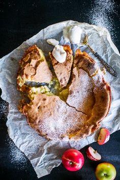Omenakakku | Maku No Bake Desserts, Just Desserts, Delicious Desserts, Dessert Recipes, Yummy Food, Finnish Recipes, Scandinavian Food, Sweet Bakery, Just Eat It