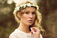 The wedding Blumenkranz convinces by its restrained nature from an interplay of fine, white Delphinium blossoms and tender green leaves. Delphinium, Bridal Flowers, Wedding Looks, Flower Crown, Bridal Jewelry, How To Look Better, Flower Girl Dresses, Bride, Wedding Dresses