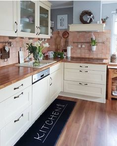 This kitchen cabinet models will be talked about a lot so beautiful. The kitchen is a very important issue that we need to pay attention when decorating. Bathroom Sink Decor, Bathroom Interior, Kitchen Decor, Kitchen Design, Decorating Kitchen, Kitchen And Kitchenette, Home Entrance Decor, Home Decor, Kitchen Cabinets Models