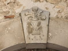 Caramanico Terme - fregi di portali