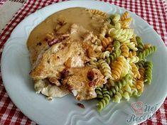 Kuřecí prsa na slanině s nivovou omáčkou | NejRecept.cz Pesto, Chicken, Ethnic Recipes, Diet, Top Recipes, Eat Lunch, Meat, Food Food, Buffalo Chicken