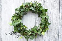 Podzimní věnce mnohokrát jinak: inspirace na tvoření   Kreativní Techniky Grapevine Wreath, Grape Vines, Floral Wreath, Wreaths, Home Decor, Floral Crown, Decoration Home, Door Wreaths, Room Decor