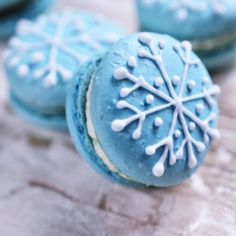 Dress up your macarons for the Holiday Season. These fancy cookies just got fancier. Happy Holidays
