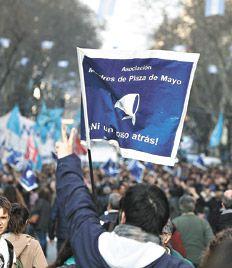 Página/12 :: El país :: Una multitud la abrazó