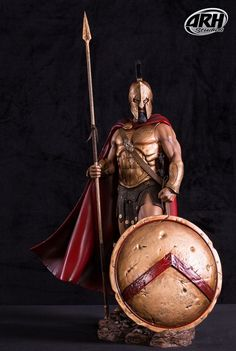 Estatua rey Leónidas 66 cm. Película 300. Escala 1:4. ARH Studios  Espectacular estatua del rey Leónidas de 66 cm, quien junto a sus 300 soldados espartanos a su poder lucharon en la famosa batalla de las Termópilas contra el ejército persa en el año 480 aC. Una pieza fabricada en poliresina que viene en una caja de regalo y es de edición limitada a sólo 300 unidades a nivel mundial.