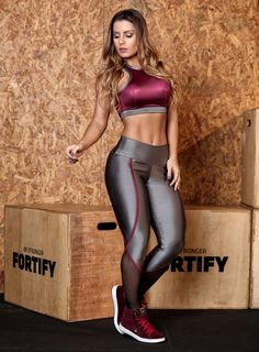 How to Look Chic in the Most Comfortable Way Possible - Comfy Outfits Crop Top And Leggings, How To Wear Leggings, Shiny Leggings, Gym Leggings, Sports Leggings, Printed Leggings, Workout Leggings, Leggings Fashion, Cheap Leggings