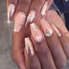 Pink glitter gold glitz glam nails art design unha decorada com pedras, unhas Peach Acrylic Nails, Peach Nails, Rose Gold Nails, Peach Colored Nails, Gold Stiletto Nails, Gold Gel Nails, Coffin Nails, Glam Nails, Bling Nails