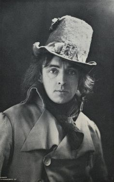 Legendary British Victorian stage actor Sir John Martin Harvey (who bears, I think, a striking resemblance to Oscar Wilde) and his rather delight hat. #Victorian #19th_century #1800s #photograph #antique #vintage #man #actor #stage