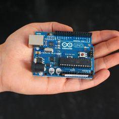 Una guía elaborada en Panama Hitek donde se muestran los conceptos básicos de Arduino, lo que es instalación, configuraciones iniciales y comandos