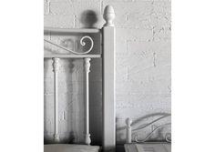 Cama y mesita de forja en www.fustaiferro.com #interiorismo #diseño #arquitectura #hotel #turismo #decoracion #hosteleria #madeinspain
