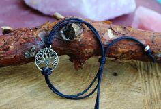 Een persoonlijke favoriet uit mijn Etsy shop https://www.etsy.com/nl/listing/476235295/black-tree-of-life-bracelet