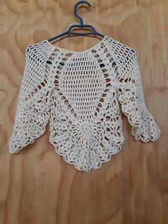 Fabulous Crochet a Little Black Crochet Dress Ideas. Georgeous Crochet a Little Black Crochet Dress Ideas. Crochet Poncho Patterns, Shawl Patterns, Crochet Cardigan, Crochet Shawl, Crochet Lace, Crochet Stitches, Tshirt Garn, Crochet Fashion, Crochet Designs