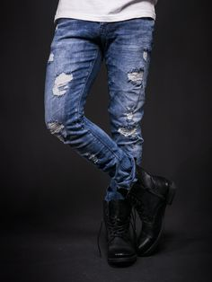Blue slim fit Ripped / destroyed jeans. show-stopper. PLEASE NOTE THE LENGTH IS 33 (FOR ALL WAIST SIZES) size : W x L (Waist x Length) -97% Cotton / 3% Elastan -Button Fly -SLIM FIT
