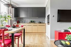 Mieszkanie z czerwonym akcentem - Kuchnia, styl industrialny - zdjęcie od SAS Wnętrza i Kuchnie