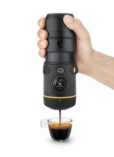 Mit dieser einfach bedienbaren tragbaren Espresso Maschine können Sie fast überall eine Tasse Gourmet-Espresso genießen: www.lustige-gadgets.com/handpresso-espresso-maschine/