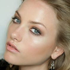 Light smoky eyes, glowing base & peachy-nude lips - gorgeous!