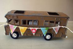 I would love to find one of these. I did not know there were toys so cute. Metal Toys, Tin Toys, Vintage Travel Trailers, Vintage Campers, Rubber Soul, Vintage Toys, Vintage Metal, Retro Caravan, House On Wheels