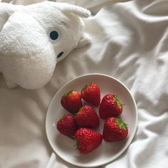 Imagen de strawberry, red, and aesthetic