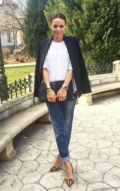 <b>Andreea Raicu</b> Un exemplu de ţinută de zi, elegantă, simplă, în care pantofii animal  print fac diferenţa