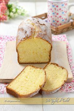 Plumcake al latte sofficissimo - Comida Postres Oreo Cake Light, Sweet Recipes, Cake Recipes, Plum Cake, Loaf Cake, Almond Cakes, Food Cakes, Savoury Cake, Mini Cakes