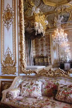 INTERIOR DETAIL CANAPE REFLECTED IN GILDED MIRROR CHAMBRE DE LA REINE Plays With Needles: The Bed Chamber of Marie Antoinette