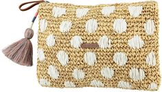 The Oak clutch is available in 3 different colours and is completely made out of raffia. #barts #accessories #summer #bag #oak #clutch #raffia