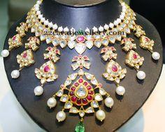 Jewellery Designs: Wide Kundan Pachhi Necklace