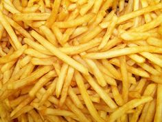 Most fries are 100 percent vegan. But in some (rare) cases they aren't. For example McDonald's French fries contain. Comida Pizza, Dr Oz Diet, Good Food, Yummy Food, French Fries, Junk Food, Cravings, Food Porn, Food And Drink