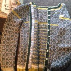 Ravelry: Project Gallery for Wiolakofta pattern by Kristin Wiola Ødegård Fair Isle Knitting, Knitting Yarn, Hand Knitting, Sweater Knitting Patterns, Knitting Charts, Nordic Sweater, Fair Isle Pattern, Knitting Projects, Knits