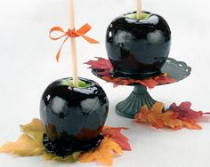 Paint your candied apples black this Halloween with this dark gothic take on a fall favorite.