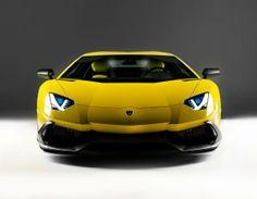 Lamborghini Aventador Edición 50a Aniversario. La marca le esta sacando provecho a su cumpleaños y se producirán cien ejemplares, con un motor V12 de 720 CV y, eso si, solo en este color amarillo que tanto define a la marca. ¡FELIZ CUMPLEAÑOS!