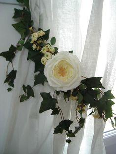 Embrasse rideau Florale Roses Pompon, Jolies Embrasses de rideaux, décoration rideaux, embrasses rideaux, voilages, stores, brise-bise, cantonnière, rideaux, lin, monogramme, linge brodé