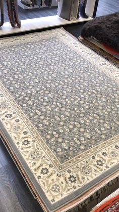 Rug Warehouse, Silver Rug, Traditional Rugs, Rug Making, Grey Decor, Classic Rugs, Silver Grey Rug, Rug Texture, Types Of Rugs
