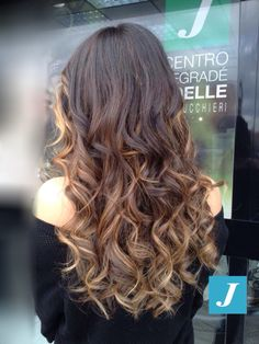 La verità sta nelle sfumature. - Charles Bukowsky  Spotted in salone! #cdj #degradejoelle #tagliopuntearia #degradé #welovecdj #igers #naturalshades #hair #hairstyle #hairstyles #haircolour #haircut #fashion #longhair #style #hairfashion