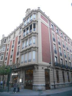 Edificio en Paseo del Salón.