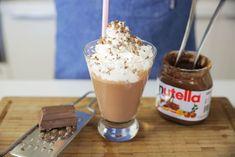 A fabulous milkshake recipe for Nutella enthusiasts! Nutella Hot Chocolate, Chocolate Granola, Homemade Chocolate, Nutella Cookies Easy, Soft Chocolate Chip Cookies, Nutella Milkshake, Milkshake Recipes, Milkshakes, Homemade Nutella Recipes