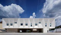 Palais de Justice de Gouveia, Portugal.   by Barbosa & Guimarães Arquitectos