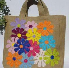 Beautiful bags with applique / Аппликация Sacs Tote Bags, Diy Tote Bag, Diy Purse, Canvas Tote Bags, Hessian Bags, Jute Bags, Painted Bags, Patchwork Bags, Denim Bag