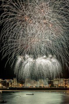 """1er premio  """"I Concurso de Fotografía de los Fuegos Artificiales"""" de Aste Nagusia. Autor: Juan Carlos Pombar.  #SanSebastian #fireworks #AsteNagusia"""