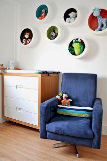 Olá Galera! Sempre achei muito bonito aqueles nichos de parede em MDF que decoram quartos de criança, uma forma fofa de mostrar uma boneca, um ursinho, um carrinho etc…. Por outro lado, sempr…