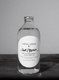 simple packaging. this is one of my favourites, hands down. Its clean, classy, yet non-pretentious. and CLEAR! which is SO important.