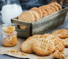 20 delicious retro recipes for old-fashioned peanut butter cookies - Click Americana Homemade Peanut Butter Cookies, Chewy Chocolate Chip Cookies, Chunky Peanut Butter, Peanut Butter Chips, Cookie Recipes, Dessert Recipes, Desserts, Dessert Food, Root Recipe