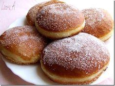 Krapfen gogosi austriece - retete culinare de gogosi. Reteta de krapfen fara umplutura. In Romania krapfen se numesc crafle. Aluatul de gogosi este usor de lucrat.