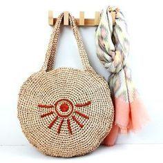 Ravelry: AZTEQUE (round basket) pattern by Anisbee Anisbee Poncho Au Crochet, Crochet Diy, Crochet Motifs, Crochet Stitches, Crochet Patterns, Round Basket, Macrame Bag, Knitted Bags, Beautiful Crochet