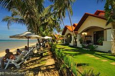 This is a beautiful beachfront resort located in Mui Ne Beach, Phan Thiet City. Hai Au Beach Resort & Spa (Seagull Resort) has spacious lawns and gardens, with bungalows rooms spread among the coconut palms. The environment here is lush and green.  # http://thebeachfrontclub.com/beach-hotel/asia/vietnam/mui-ne/phan-thiet-mui-ne-beach-east/hai-au-beach-resort-spa-seagull-resort/