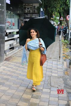 Mumbai: Sanya Malhotra seen at Juhu - Social News XYZ Casual Indian Fashion, Indian Fashion Dresses, Dress Indian Style, Simple Kurta Designs, Kurta Designs Women, Blouse Designs, Indian Wedding Outfits, Indian Outfits, Salwar Pattern