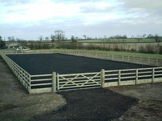 This is a beautiful fence I wish to build for my horses one day