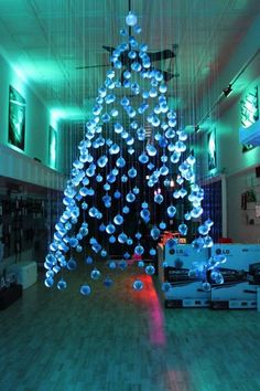 Top 21 The Most Spectacular & Unique DIY Christmas Tree Ideas As we are approaching the Christmas holidays, it is time to prepare decorations for our homes. Why don't you make this year decoration by yourself? Diy Christmas Decorations, Unique Christmas Trees, Alternative Christmas Tree, Noel Christmas, Modern Christmas, Christmas Projects, All Things Christmas, Beautiful Christmas, Christmas Lights