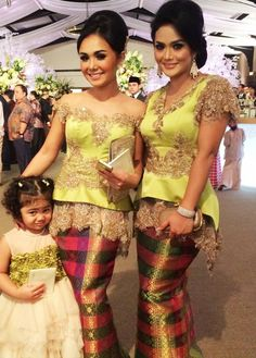 The 2014 Collections Kebaya Lace, Kebaya Brokat, Kebaya Dress, Batik Kebaya, Batik Dress, Lace Dress, Traditional Fashion, Traditional Dresses, Fabulous Dresses